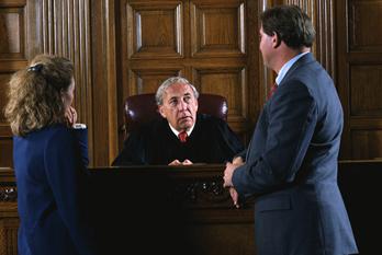 помощь адвоката в суде